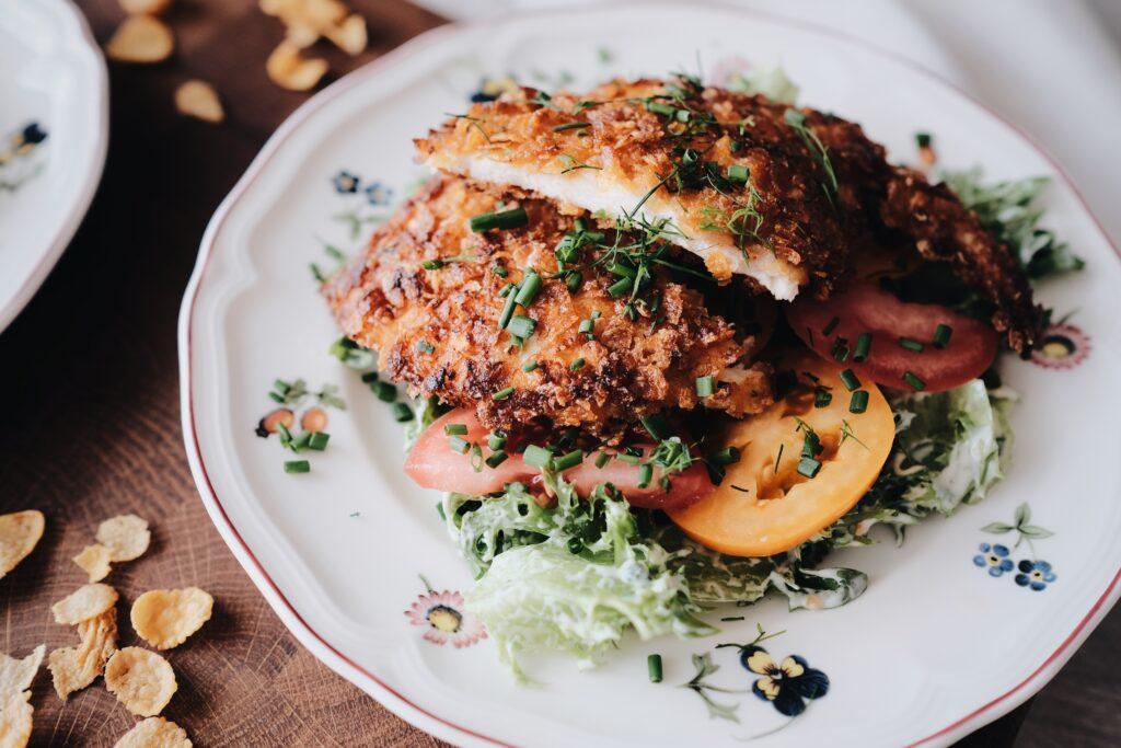 Maisihelvestega kana värske salatiga